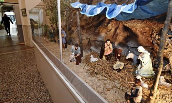 nativity-scene-at-b-ziers-012